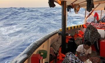 Európai Bizottság: Az uniós országok mutassanak szolidaritást a hajókon rekedt migránsok ügyében - A cikkhez tartozó kép