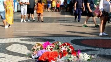 Barcelonai gázolás: Csendben, virágokkal emlékeztek az áldozatokra a merénylet második évfordulóján - illusztráció