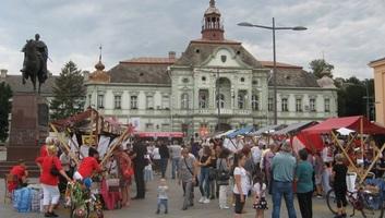 Zrenjanin: Vredne žene su se predstavile na glavnom trgu - illusztráció