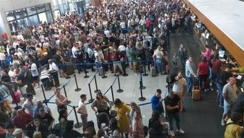 Sztrájkolnak a reptéri dolgozók Pristinában - illusztráció