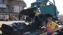 Ismét vonat ütközött egy gépjárművel, amely megpróbált áthajtani a leengedett sorompó mellett - illusztráció
