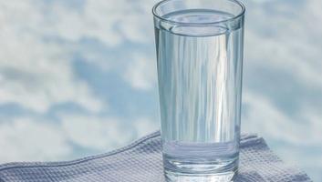 WHO: Nem valószínű, hogy károsítják az egészséget az ivóvízben lévő műanyagszemcsék - illusztráció