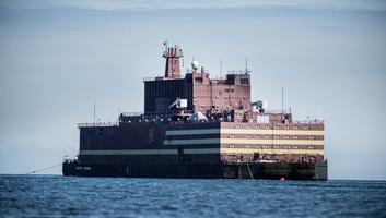 Elindult állomáshelyére a világ első úszó atomerőműve Oroszországban - illusztráció