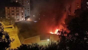 Szabadka: Tűz a Sugárúton, a közösségi garázsban - illusztráció