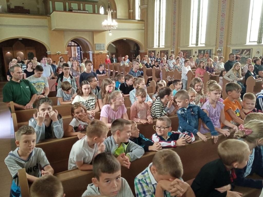 Megtelt a templom fiatalokkal