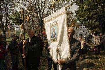 Idén is több ezren látogattak el a doroszlói Szentkúthoz - A cikkhez tartozó kép