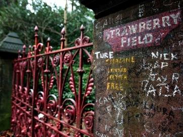 Megnyílt a látogatók előtt a John Lennon révén legendássá vált Strawberry Field Liverpoolban - A cikkhez tartozó kép