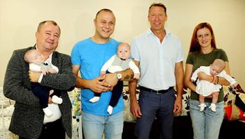 Szabadka Város Képviselő-testületének elnöke meglátogatta a Majoroš hármas ikreket - illusztráció