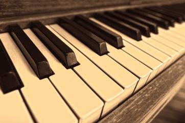 Újvidéki általános és középiskolások Guinness-rekordért zongoráznak - A cikkhez tartozó kép