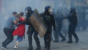 Franciaországi zavargások: Szélsőségesek összetűztek a rendőrökkel a párizsi klímafelvonuláson - illusztráció