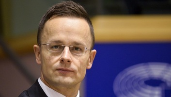 Szijjártó: Ismét le akarják nyomni az európai országok torkán a kötelező kvótát - illusztráció