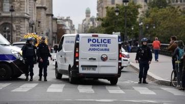 Késsel támadt kollégáira egy rendőr Párizsban - A cikkhez tartozó kép