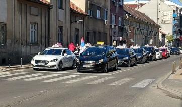 Figyelmeztető sztrájkot tartottak az újvidéki taxisok, holnap megismétlik - A cikkhez tartozó kép