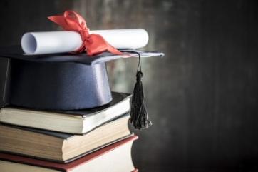 Diplomák, fedezet nélkül - A cikkhez tartozó kép