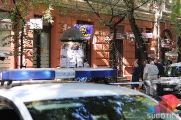 Szabadkai bankrablás: Lefényképezték a bűnözők gépkocsiját - A cikkhez tartozó kép