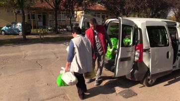 Több mint kétszázharminc csomagot oszt ki a Vöröskereszt Magyarkanizsa községben - A cikkhez tartozó kép