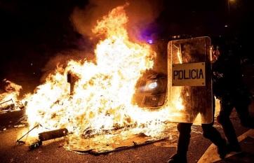 Napi fotó: A rendőrökkel vívott heves...
