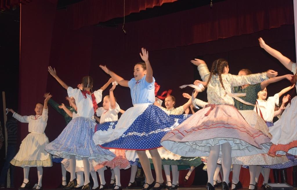 A Kalamajka tánccsoport dinamikus tánca
