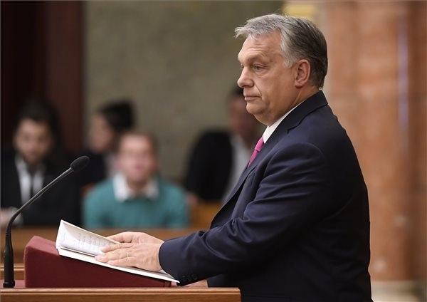 Orbán Viktor miniszterelnök napirend előtt szólal fel az Országgyűlés plenáris ülésén