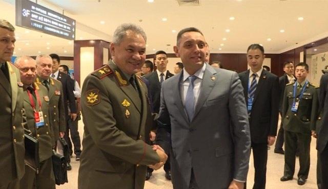 Szergej Sojgu és Aleksandar Vulin