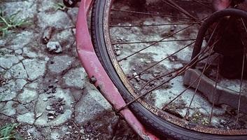 Kamion gázolt halálra egy kerékpárost a Verbász és Kucora közötti úton - illusztráció
