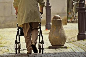 Mától folyósítják az 5000 dináros egyszeri segélyt a nyugdíjasoknak - A cikkhez tartozó kép