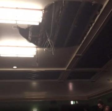 Előadás közben szakadt le egy londoni színház mennyezete - A cikkhez tartozó kép