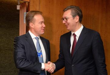 A Világgazdasági Fórum elnökével találkozott Vučić Genfben - A cikkhez tartozó kép