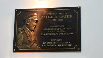 Horvátország hivatalosan tiltakozott Szerbiánál Mladen Bratić tiszteletére felavatott emléktábla miatt - A cikkhez tartozó kép