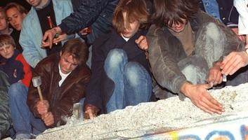 Európa megosztottságának tragikus jelképe: 30 éve omlott le a berlini fal - illusztráció