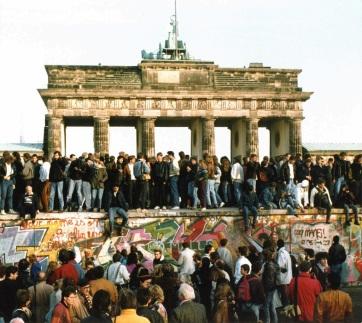 Európa megosztottságának tragikus jelképe: 30 éve omlott le a berlini fal - A cikkhez tartozó kép