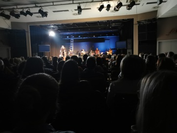Szeged: Junior Prima díjas színész zenés előadása a függőségekről - A cikkhez tartozó kép