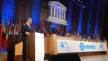 Vučić az UNESCO párizsi ülésén: A Koszovóban lévő szerbiai örökségnek védelemra van szüksége - illusztráció
