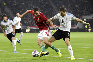 Labdarúgás: Uruguay legyőzte a magyar csapatot a stadionavatón - A cikkhez tartozó kép