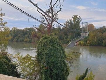 Leszakadt egy közúti híd Franciaországban, halottak - A cikkhez tartozó kép