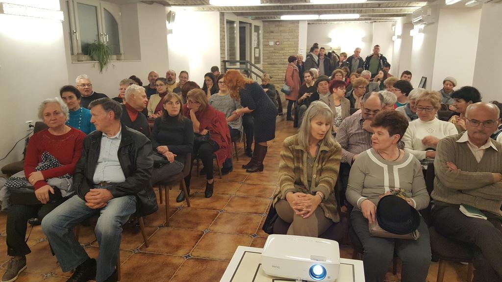 Nagyszámú közönség várta az előadás kezdetét