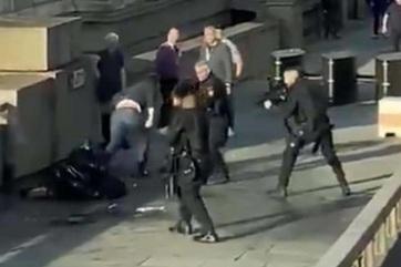 Ketten meghaltak, hárman megsérültek Londonban egy késeléses terrortámadásban, a gyanúsítottat lelőtték - A cikkhez tartozó kép