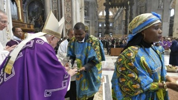 A fogyasztás érzelem nélküli kultúrája ellen emelte fel szavát Ferenc pápa - A cikkhez tartozó kép