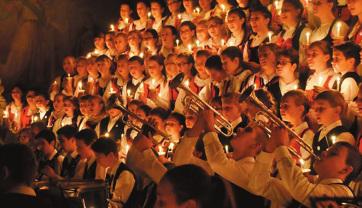A 140 tagú szentegyházi Gyermekfilharmónia karácsonyi hangversenykörútja Vajdaságban - A cikkhez tartozó kép