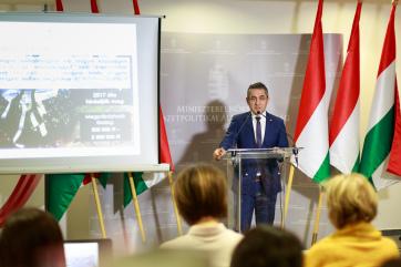 Potápi: Egymilliárd forint a diaszpóra magyarsága, a testvértelepülési programok és az ifjúsági szervezetek támogatására - A cikkhez tartozó kép
