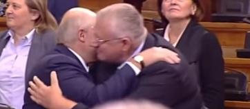Lukasenka a protokolltól eltérve üdvözölte Šešeljt - A cikkhez tartozó kép