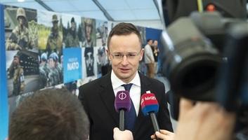 Szijjártó: Magyarország addig blokkolja Ukrajna NATO-tagságát, amíg a kárpátaljai magyarok vissza nem kapják a jogaikat - illusztráció