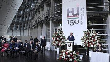 Magyar művekből rendezett kiállítást nyitott meg a magyar miniszterelnök Japánban - illusztráció
