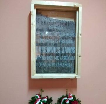 Óbecse: Főhajtás Damjanich János emléke előtt - A cikkhez tartozó kép