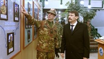 Áder: A küldetés méltóságot ad a koszovói magyar katonai jelenlétnek - illusztráció