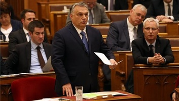 Kormányszóvivő: A magyar családok védelmét és Magyarország biztonságát szolgáló javaslatokat fogadott el a parlament - illusztráció