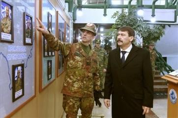 Аder: Misija daje dostojanstvo mađarskom vojnom prisustvu na Kosovu - A cikkhez tartozó kép