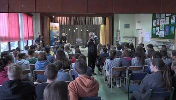 Oromhegyes: Nem mindennapi zeneóra és Modern Folking műhelymunka az általános iskolában - illusztráció