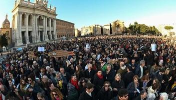 Salvini bevándorlási törvényeinek eltörlését követelték a római tömegtüntetésen - illusztráció
