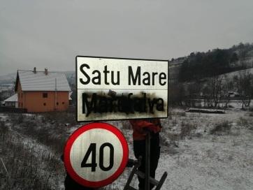 Magyar nyelvű helységnévfeliratokat mázoltak le Székelyföldön - A cikkhez tartozó kép